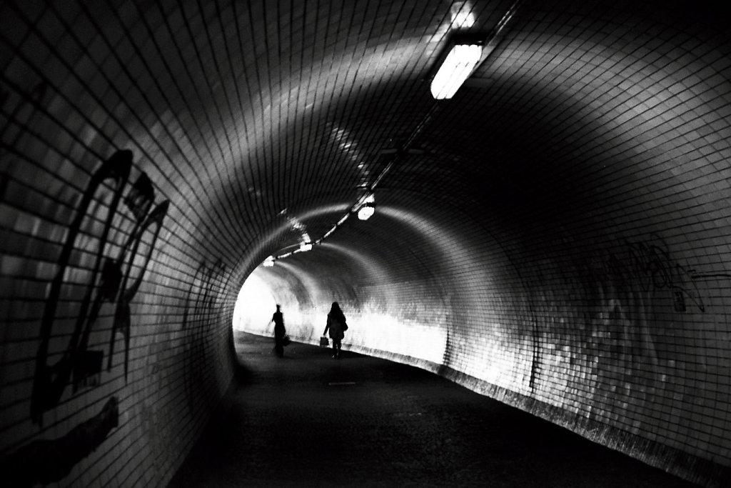 Prg-silhouettes-tunnel-Karlin-Mlux50II1-VO-Photo08-9-rd1350.jpg