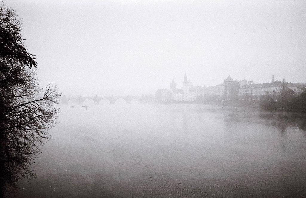 Pont-Charles-brouillard-sans-liseret-rd1350.jpg