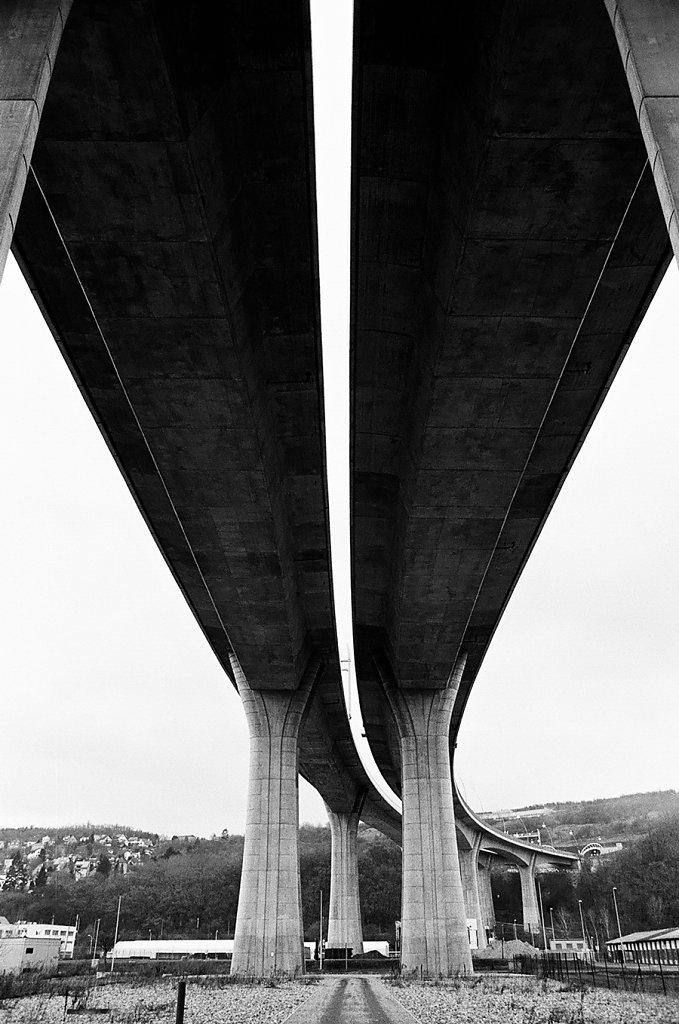 R9-pont-autoroute-courbe-d-V2-57310018-2-rd900.jpg