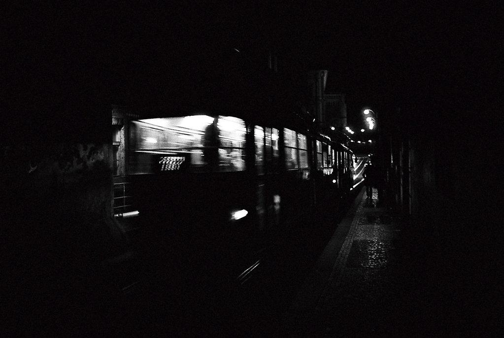 tram-silhouette-W-Photo24-24-3-rd1350.jpg
